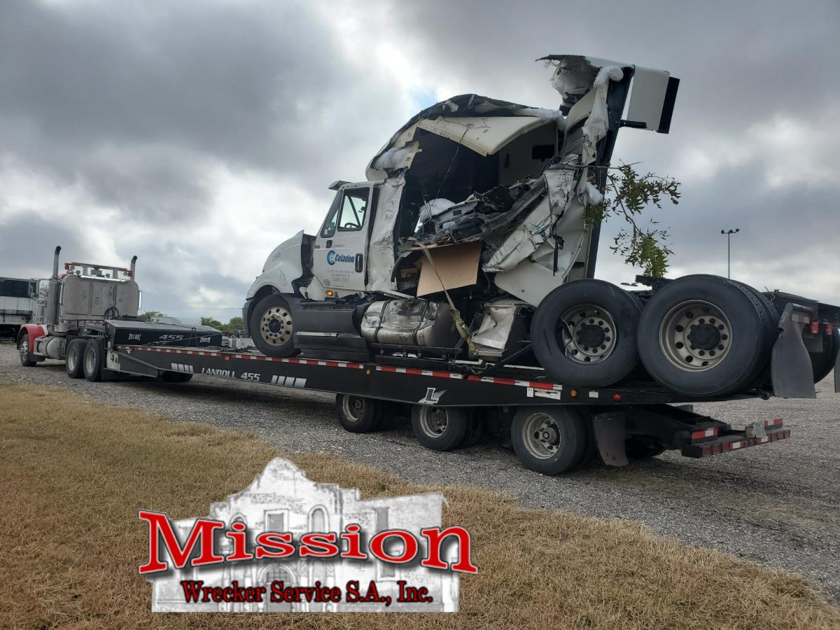 2nd cab on Landoll during New Braunfels Towing