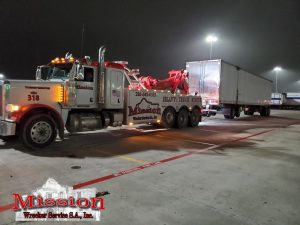 Heavy Wrecker Hauling Reefer Trailer during- I-35 Heavy Towing