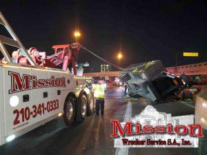 Heavy Duty Towing Wrecker Uprights Semi on Highway