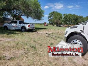 A Pick-Up Truck Helps 50-Ton Wrecker at this Commercial Towing Rescue Mission