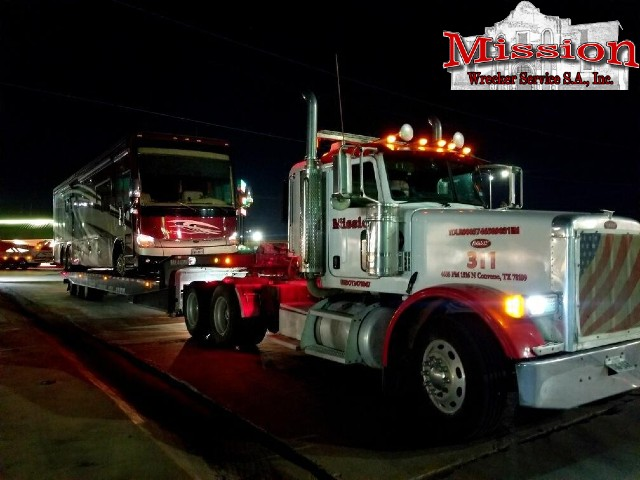 Midnight RV Towing on the I-35